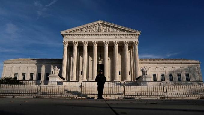 Sơ tán khẩn cấp Tòa án Tối cao Mỹ vì nguy cơ đánh bom ngay sát giờ lễ nhậm chức - Ảnh 1