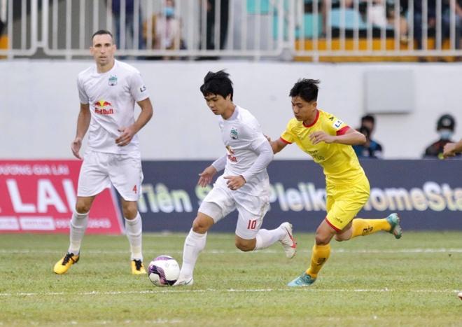 HAGL có thắng lợi đầu tiên tại V-League 2021 dưới thời HLV Kiatisak - Ảnh 1