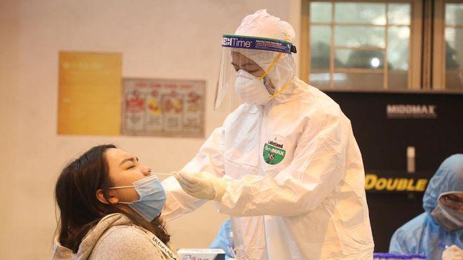 Sở Y tế Hà Nội thông tin về 2 ca mắc COVID-19 mới: Bệnh nhân vừa tổ chức đám cưới cho con trai - Ảnh 1