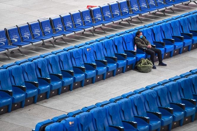 Trung Quốc tăng phúc lợi giữ người lao động không về quê ăn Tết, nhà ga, sân bay vắng hoe - Ảnh 1