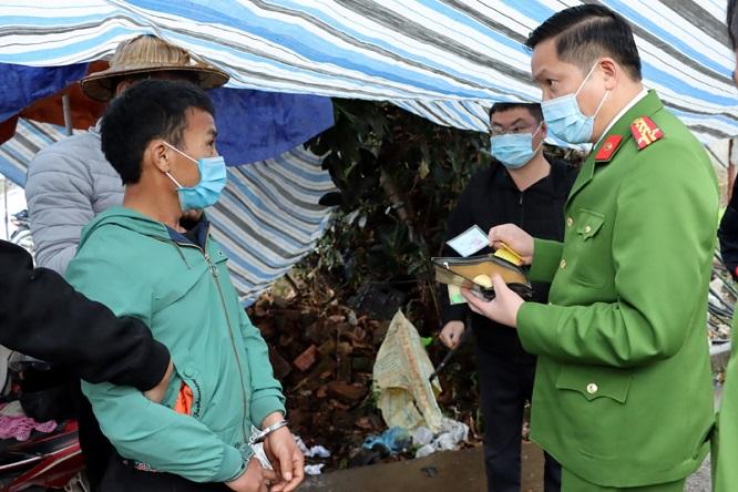 Lai Châu: Bắt giữ ba đối tượng vận chuyển 18 kg ma túy tổng hợp - Ảnh 1