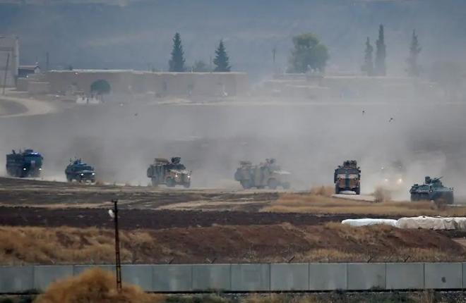 Khủng bố đột kích bất ngờ, khai hỏa súng cối khiến binh sĩ Nga phải rút khỏi trạm kiểm soát tại Syria - Ảnh 1
