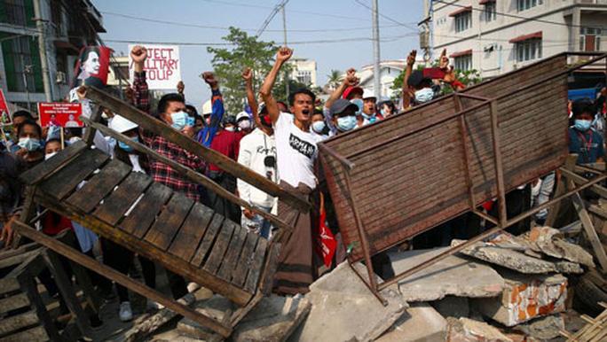 Biểu tình leo thang tại Myanmar, ít nhất 18 người thiệt mạng - Ảnh 1