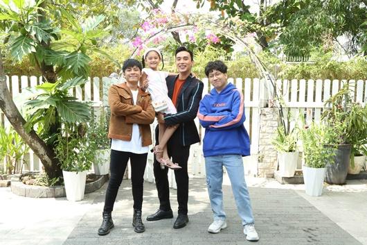 Sau vụ lộ hình ảnh gầy gò đáng sợ, Thuận Nguyễn tươi cười rạng rỡ, nhảy chân sáo ở phim trường - Ảnh 3