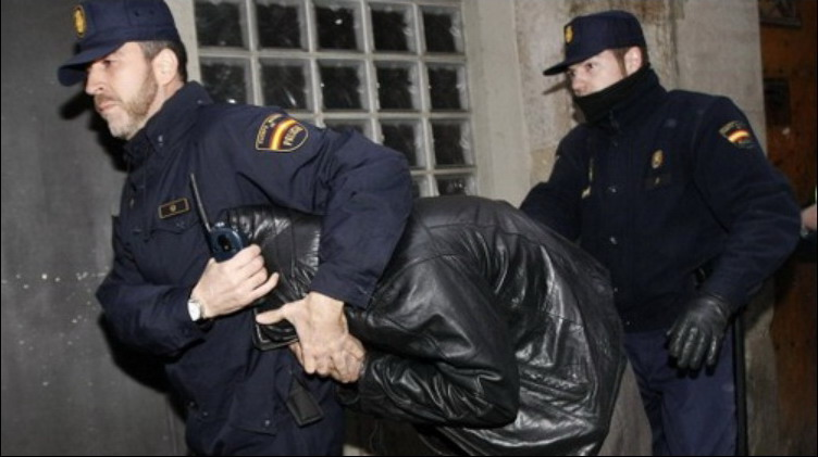 Cảnh sát Tây Ban Nha triệt phá mạng lưới phân phối ma túy lớn nhất Madrid, tịch thu hàng chục siêu xe - Ảnh 1