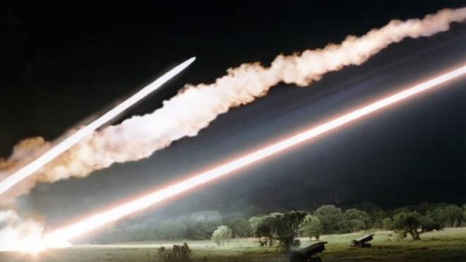 Tin tức quân sự mới nhất ngày 16/3: 7 quả tên lửa dội vào căn cứ không quân Mỹ ở Iraq - Ảnh 1