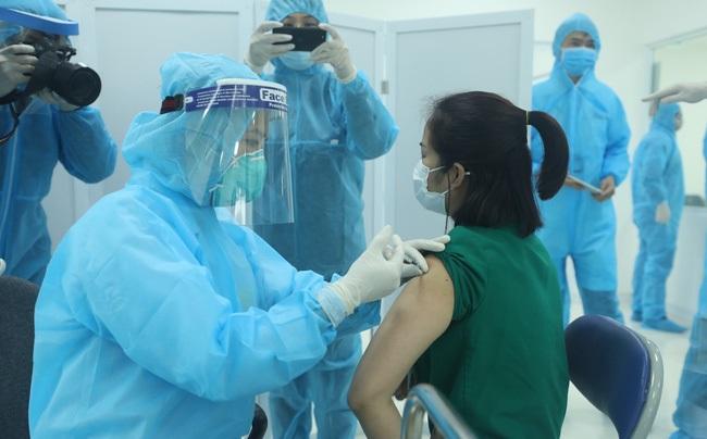 Bộ Y tế lưu ý 9 đối tượng cần hoãn tiêm vaccine phòng COVID-19 - Ảnh 1