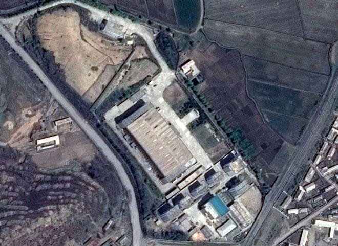 Triều Tiên bị nghi che đậy đường hầm tới nơi cất giữ vũ khí hạt nhân - Ảnh 1