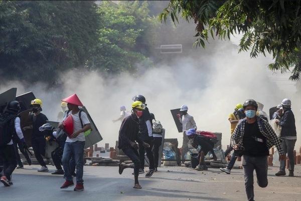 Mỹ đóng băng tài khoản 1 tỷ USD, ngăn quân đội Myanmar rút tiền - Ảnh 1