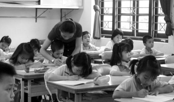 Chọn sách giáo khoa mới: Không thể gạt bỏ tiếng nói của giáo viên - Ảnh 1