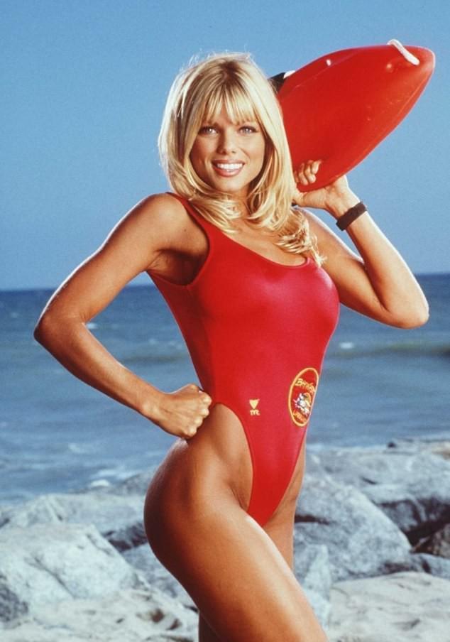Thân hình bốc lửa, làn da mịn màng như gái đôi mươi của cựu mẫu Playboy 53 tuổi - Ảnh 4