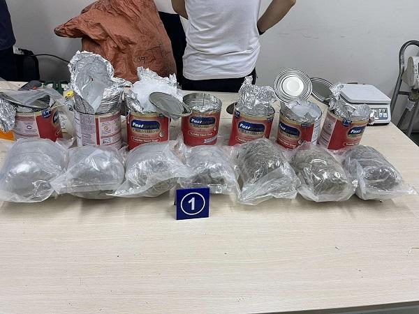 Thu giữ gần 36kg ma túy các loại 'nguỵ trang' trong các lô hàng quà biếu - Ảnh 3