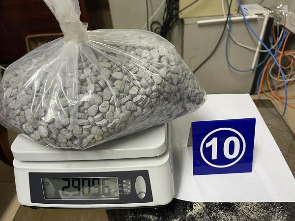 Thu giữ gần 36kg ma túy các loại 'nguỵ trang' trong các lô hàng quà biếu - Ảnh 4