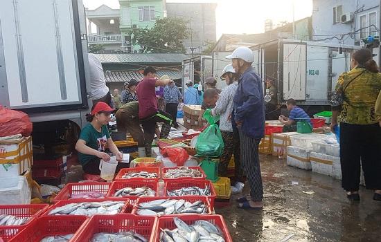 Vụ bảo kê tại chợ Long Biên: Tạm dừng hoạt động của 2 đội bốc xếp - Ảnh 2