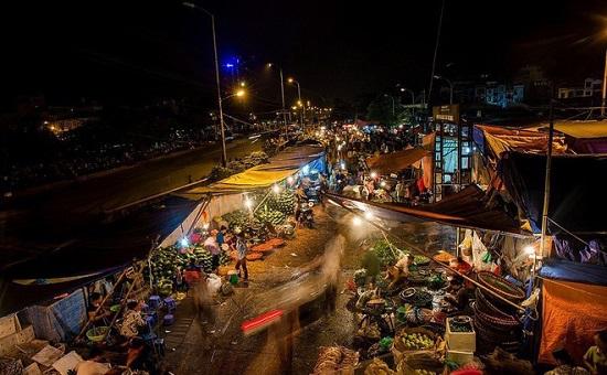 Vụ bảo kê tại chợ Long Biên: Tạm dừng hoạt động của 2 đội bốc xếp - Ảnh 1
