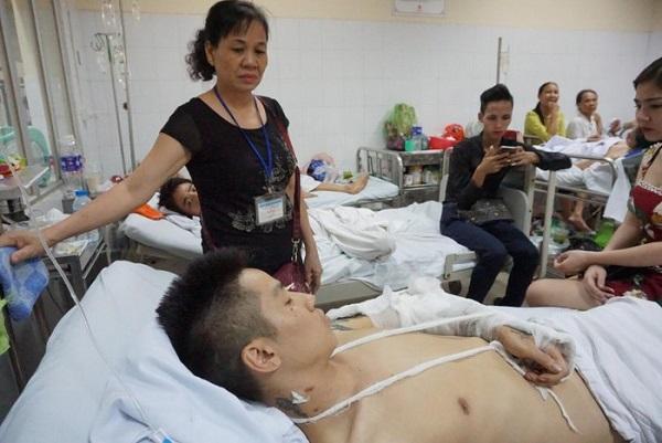 Khởi tố vụ án nam thanh niên bị truy sát phải cưa chân ở Phú Thọ - Ảnh 1