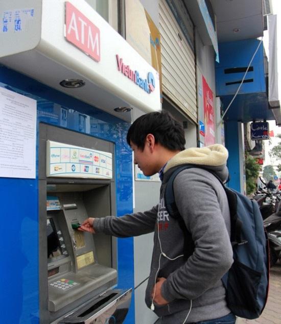 Bắt được đối tượng rút trộm tiền trong tài khoản Viettinbank của 20 người - Ảnh 1