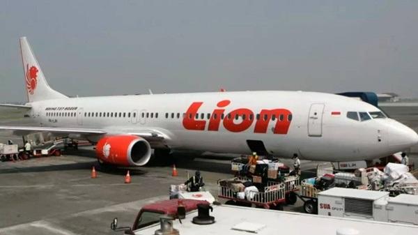 """Rơi máy bay ở Indonesia: Phi cơ của Lion Air có tiếng động cơ nổ """"bất thường"""" trước ngày gặp nạn - Ảnh 1"""