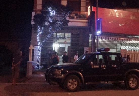 Bắc Giang: Nhắc nhở khách, vợ chồng chủ quán karaoke bị đâm trọng thương - Ảnh 1
