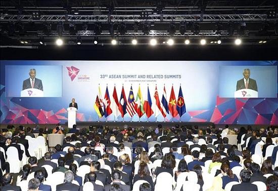 Thủ tướng Nguyễn Xuân Phúc dự phiên họp toàn thể Hội nghị Cấp cao ASEAN 33 - Ảnh 2