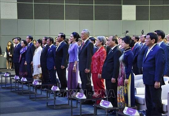 Thủ tướng Nguyễn Xuân Phúc dự phiên họp toàn thể Hội nghị Cấp cao ASEAN 33 - Ảnh 3