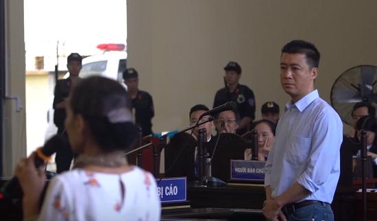"""Ám ảnh trước ánh mắt day dứt của """"ông trùm"""" Phan Sào Nam khi gặp mẹ tại phiên tòa - Ảnh 2"""