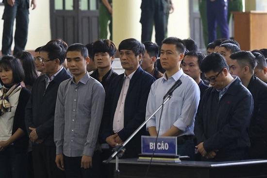 """Ám ảnh trước ánh mắt day dứt của """"ông trùm"""" Phan Sào Nam khi gặp mẹ tại phiên tòa - Ảnh 1"""