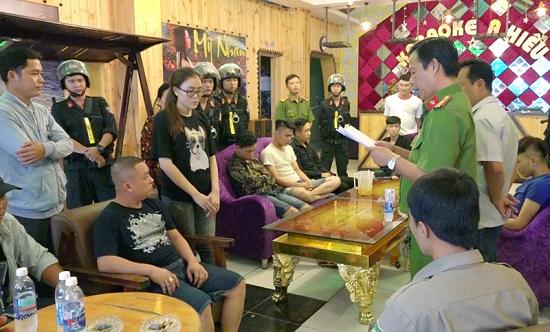 Khởi tố 12 nam nữ thanh niên sử dụng, tàng trữ trái phép ma túy trong quán karaoke - Ảnh 1