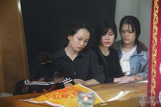 """Gia đình thầy giáo thiệt mạng vì lở đất ở Nha Trang: Tiếng khóc xé lòng vì nỗi đau """"trời giáng"""" - Ảnh 2"""