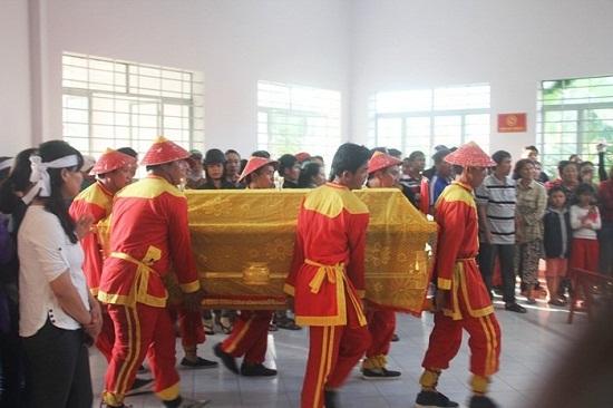 """Gia đình thầy giáo thiệt mạng vì lở đất ở Nha Trang: Tiếng khóc xé lòng vì nỗi đau """"trời giáng"""" - Ảnh 4"""