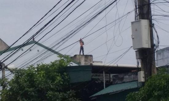 Giải cứu thành công bé trai 1 tuổi bị đối tượng nghi ngáo đá bắt giữ, ném từ tầng 3 xuống đất - Ảnh 1