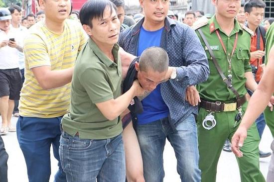 Giải cứu thành công bé trai 1 tuổi bị đối tượng nghi ngáo đá bắt giữ, ném từ tầng 3 xuống đất - Ảnh 3