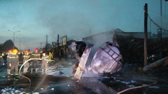 Vụ xe bồn bốc cháy làm 6 người chết ở Bình Phước: Xe bồn gây tai nạn vẫn còn hạn đăng kiểm - Ảnh 2
