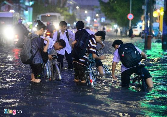 Cảnh báo: Bão số 9 chuẩn bị đổ bộ vào vùng biển Bình Thuận- Bến Tre, sơ tán 500.000 dân - Ảnh 3