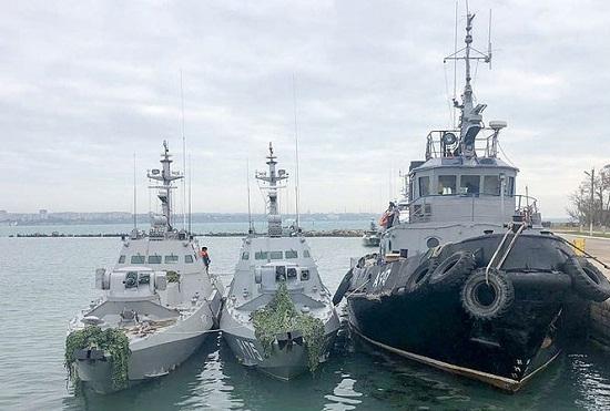 Vụ tàu chiến Ukraine xâm nhập trái phép vào Nga: 3 thủy thủ bị bắt giữ chuẩn bị hầu tòa - Ảnh 1