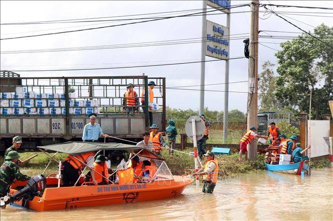 Cập nhật tình hình mưa lũ tại miền Trung: Con số thiệt hại đang tăng cao - Ảnh 1
