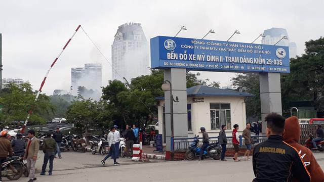 Hà Nội: Cháy lớn tại xưởng gara ô tô ngay gần trụ sở VFF  - Ảnh 2