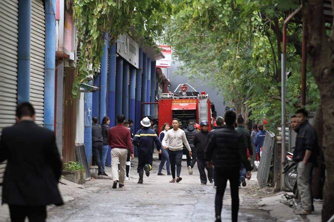 Hà Nội: Cháy lớn tại xưởng gara ô tô ngay gần trụ sở VFF  - Ảnh 4