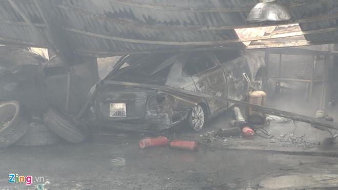 Hà Nội: Cháy lớn tại xưởng gara ô tô ngay gần trụ sở VFF  - Ảnh 5