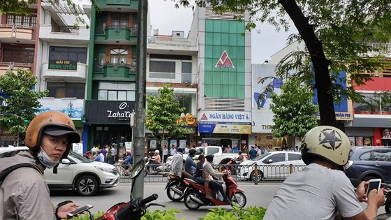 Thông tin mới nhất vụ nghi phạm dùng súng cướp ngân hàng VietABank tại TP.HCM - Ảnh 1