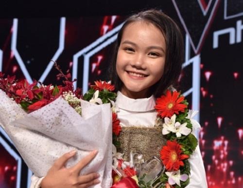 """Hà Quỳnh Như: Từ cô bé 3 tuổi """"nghiện"""" dân ca Ví Giặm đến quán quân Giọng hát Việt nhí 2018 - Ảnh 4"""