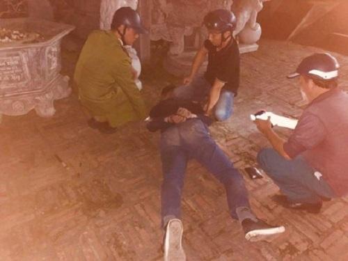 Thái Nguyên: Nam thanh niên vào chùa nổ súng liên tiếp rồi dùng dao tự sát - Ảnh 1