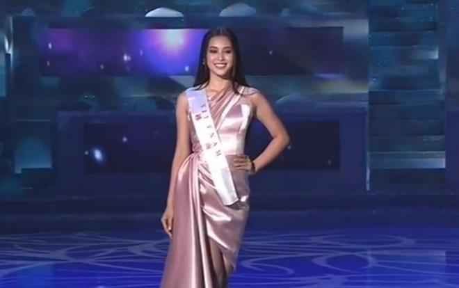 Những hình ảnh đầu tiên của hoa hậu Tiểu Vy trong đêm chung kết Miss World 2018  - Ảnh 2
