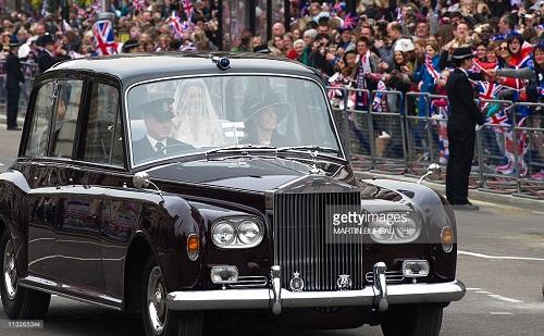 """Ngắm chiếc xe cổ điển mà Hoàng tử Harry """"cầm cương"""" trong đám cưới - Ảnh 2"""