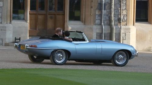 """Ngắm chiếc xe cổ điển mà Hoàng tử Harry """"cầm cương"""" trong đám cưới - Ảnh 4"""