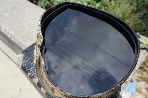 Điều tra vụ nam tài xế xe hút bể phốt đổ gần 3 tấn nhớt thải xuống cống - Ảnh 3