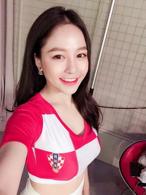 Vẻ đẹp nóng bỏng của nữ cổ động viên Việt Nam mùa World Cup 2018 - Ảnh 11