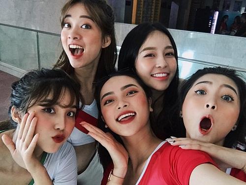 Vẻ đẹp nóng bỏng của nữ cổ động viên Việt Nam mùa World Cup 2018 - Ảnh 2