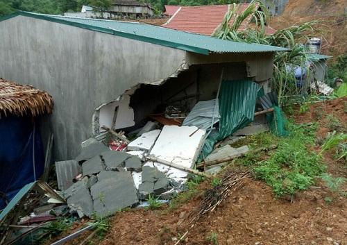Thanh Hóa: Mẹ trọng thương, con tử vong vì mưa lớn làm sập nhà - Ảnh 1