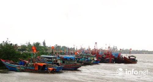 Bão Sơn Tinh giật cấp 10, đe dọa các tỉnh miền Trung - Ảnh 2